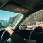 A fiatal autóvezetőknek drága a kötelező biztosítás.